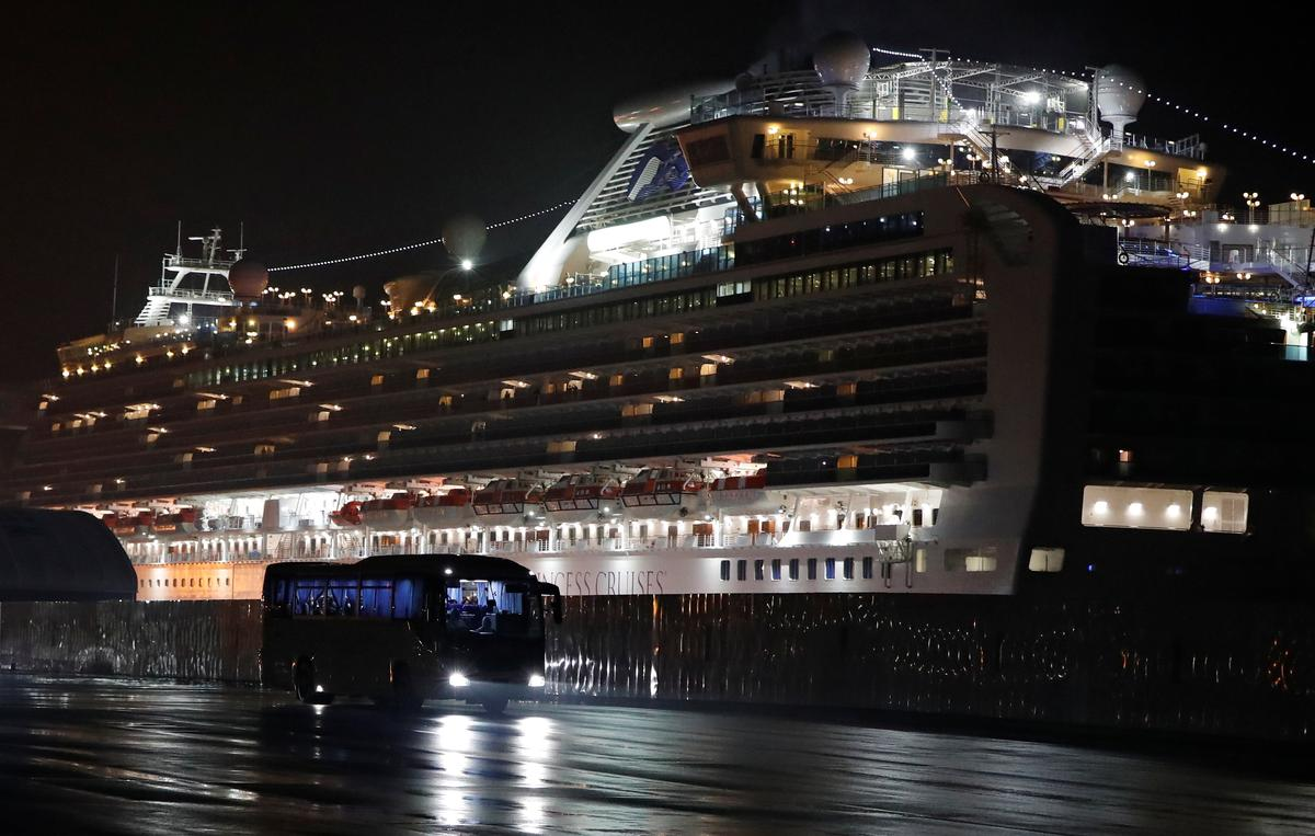 Americans disembark from virus-hit cruise; China says new cases slow