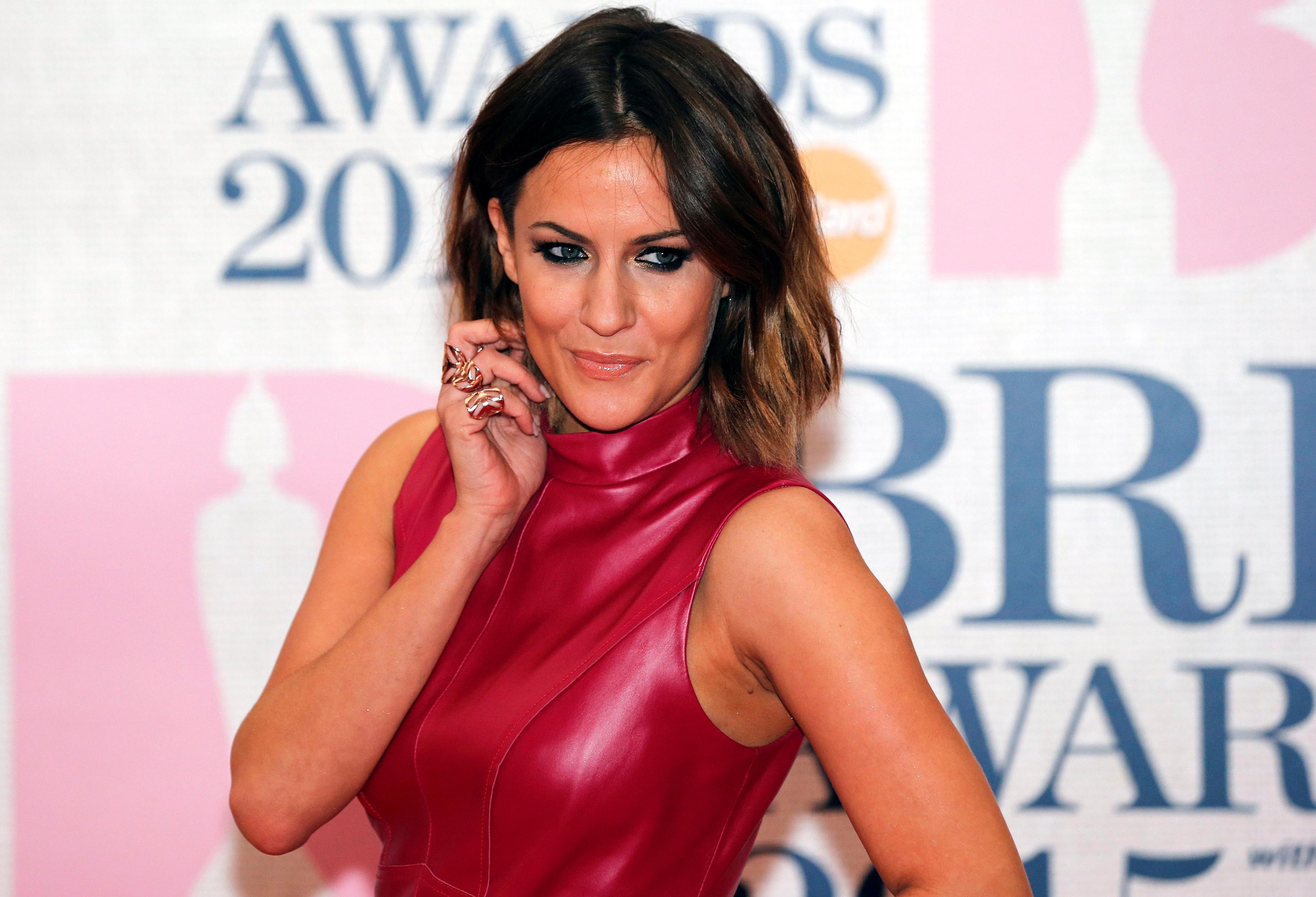 ITV a frappé 'Love Island' pour revenir lundi après la mort de l'ancien présentateur Flack