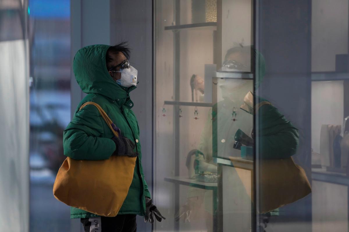China's Hubei reports 1,933 new cases of coronavirus on Feb. 16: health bureau