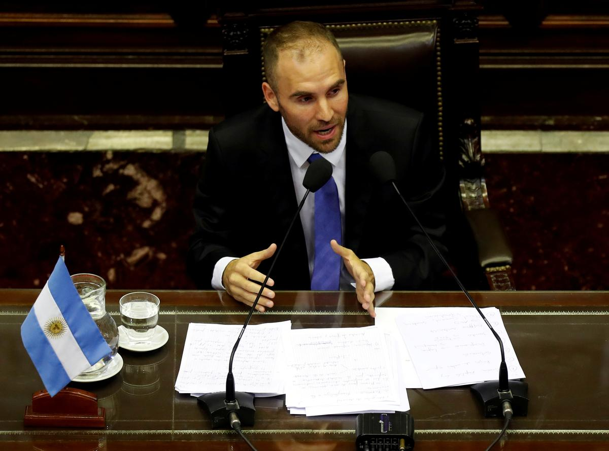 Argentine bonds teeter on signals expected from IMF about debt revamp talks