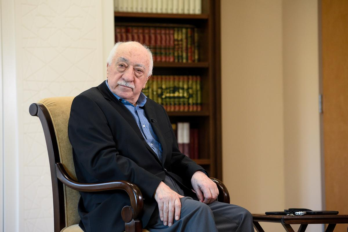 Turkey ramps up Gulen crackdown with nearly 700 arrests