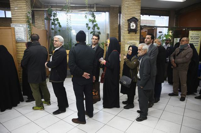 Iranians wait in line to vote at a polling station during parliamentary elections in Tehran, Iran February 21, 2020. Nazanin Tabatabaee/WANA (West Asia News Agency) via REUTERS