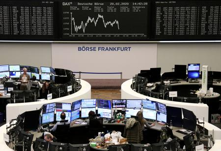 UPDATE 1-European shares fall as investors stay wary of virus impact
