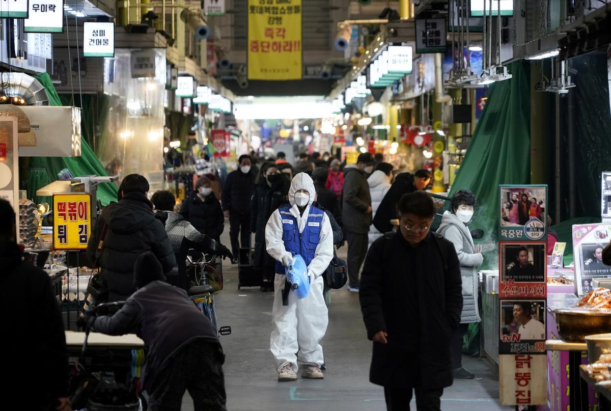 South Korea coronavirus cases surge, two more die