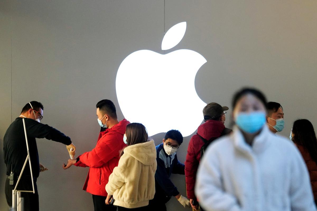 Coronavirus clouds Apple's timeline for new iPhones