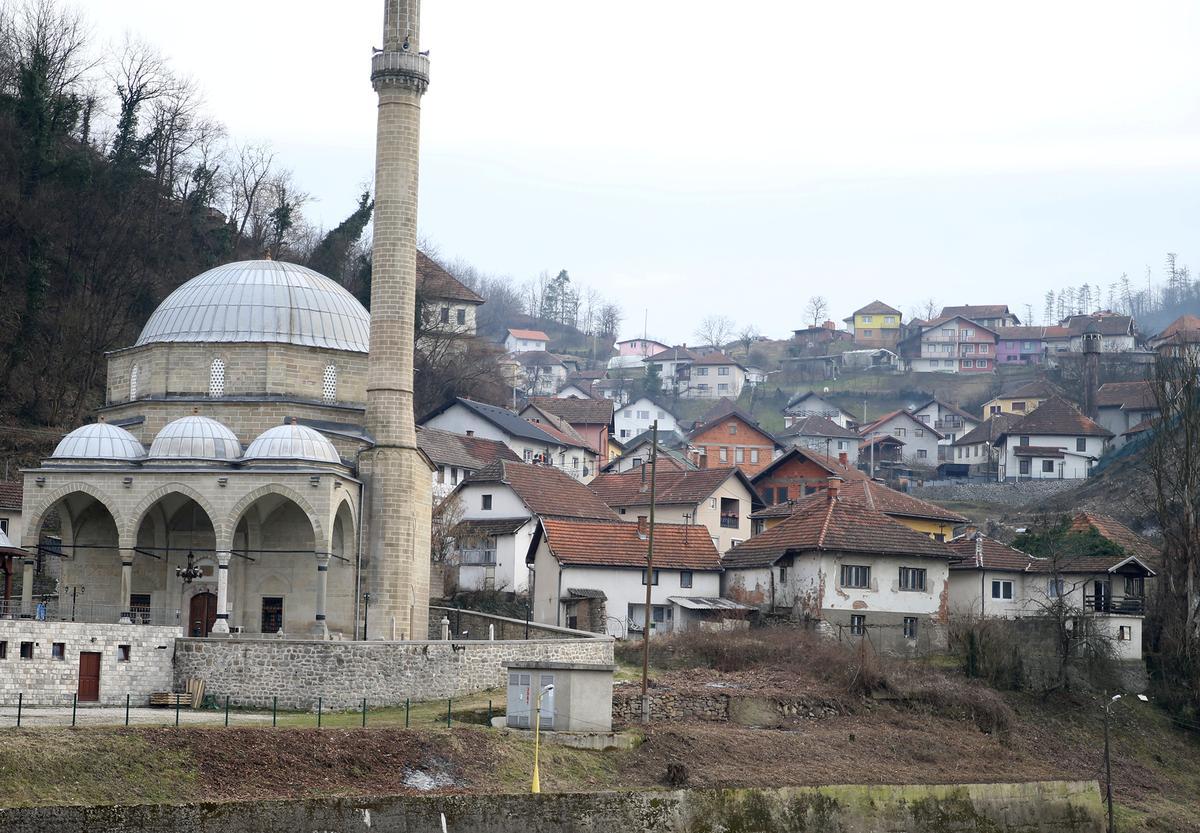 Bosnia war veterans become peace messengers as threats to stability rise