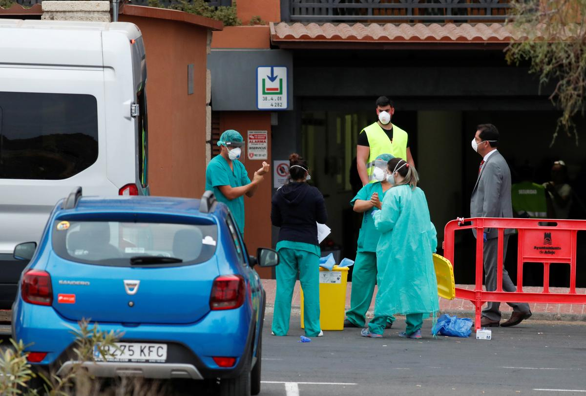 Dozens of guests leave Canary Islands hotel locked down over coronavirus