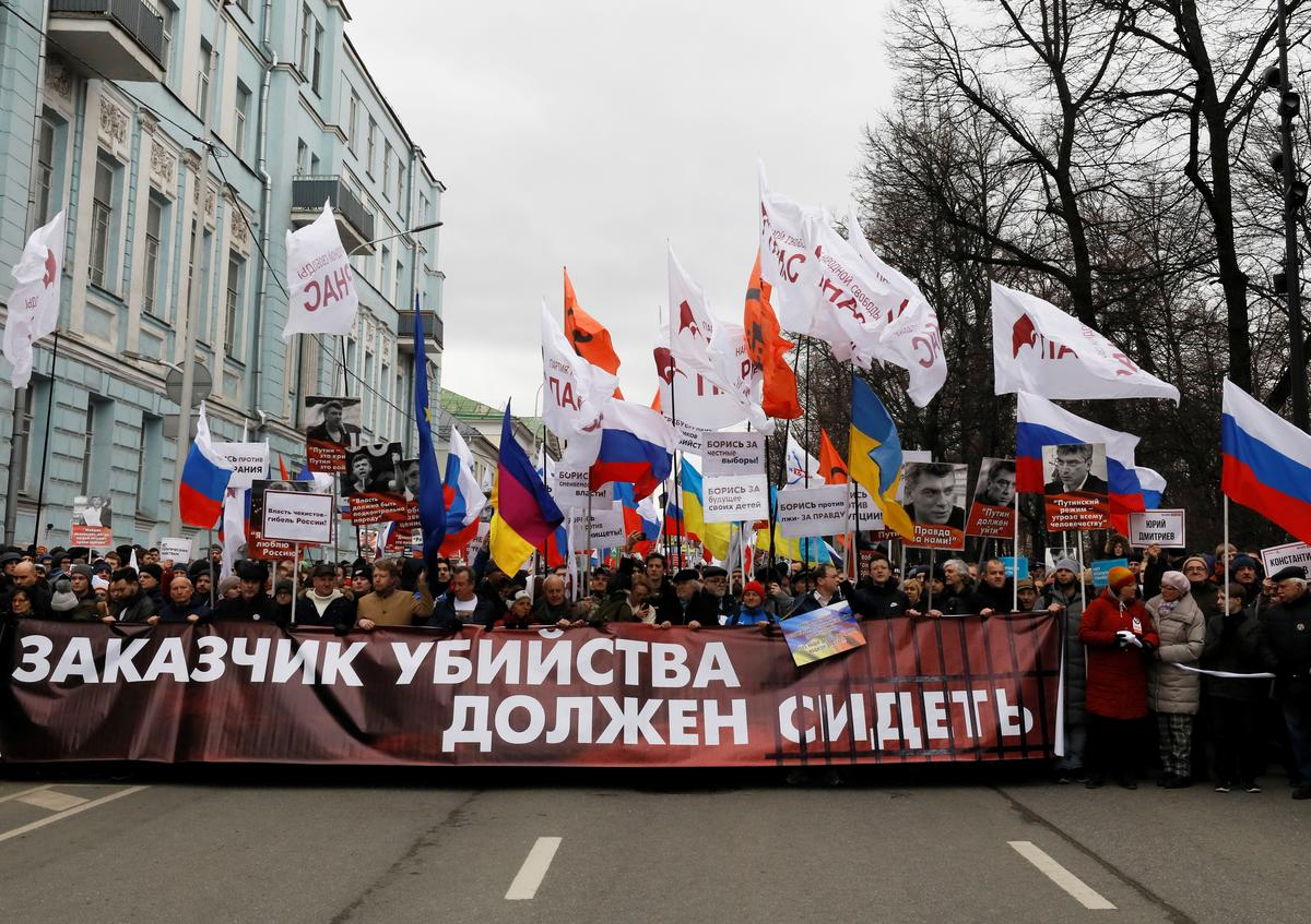 Russian march combines tribute for opposition leader with Putin protest