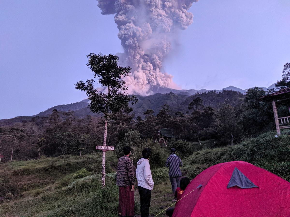 Indonesia shuts airport after Java volcano erupts