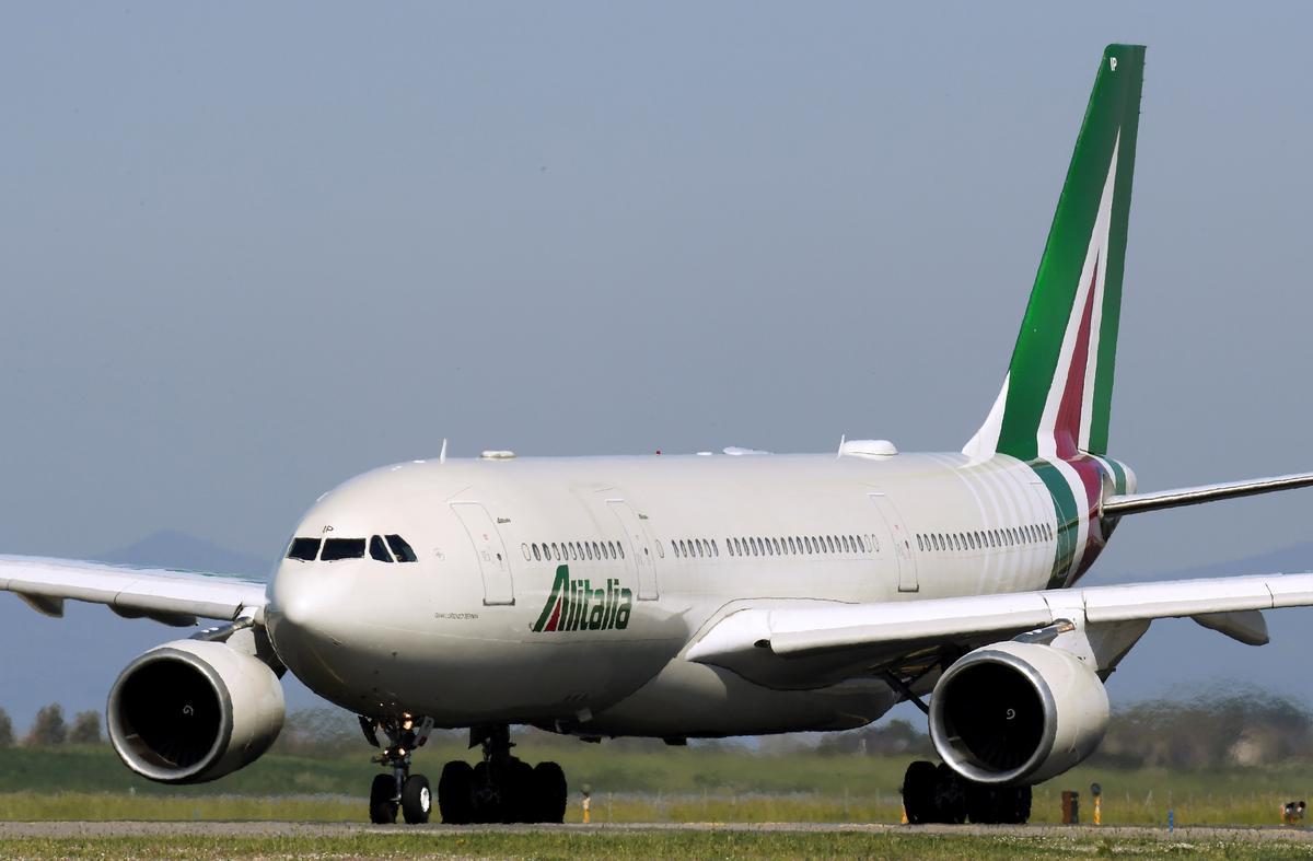 Italian government to take control of Alitalia: draft decree