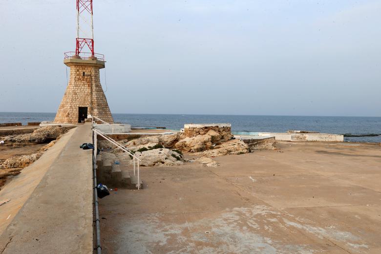 ПОСЛЕ: Пустой пляж изображен после того, как Ливан объявил чрезвычайное медицинское положение в Бейруте, Ливан, 15 марта 2020 года. РЕЙТЕР / Мохамед Азакир