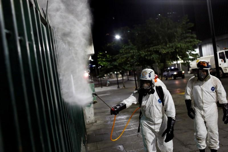 Venezuela prohibits company layoffs and suspends credit collections over coronavirus