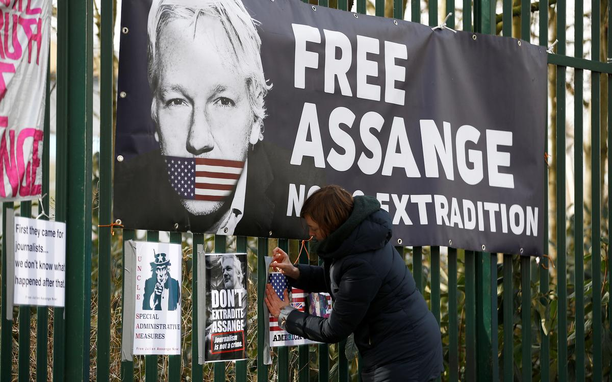 Julian Assange's lawyers to apply for bail, citing virus risk