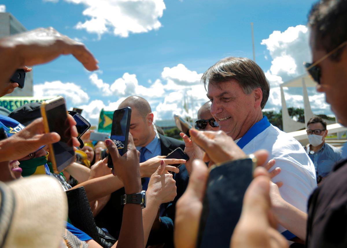 As Bolsonaro flouts warnings, coronavirus spreads in Brazil