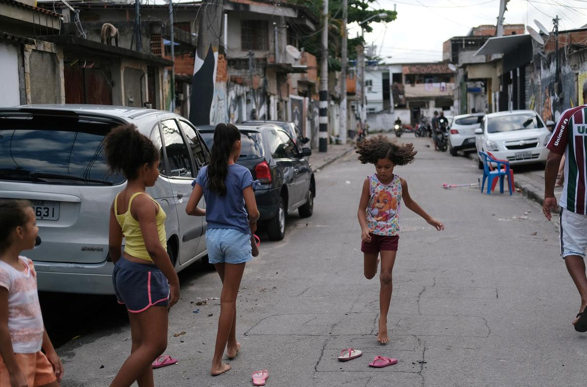 Gangs call curfews as coronavirus hits Rio favelas
