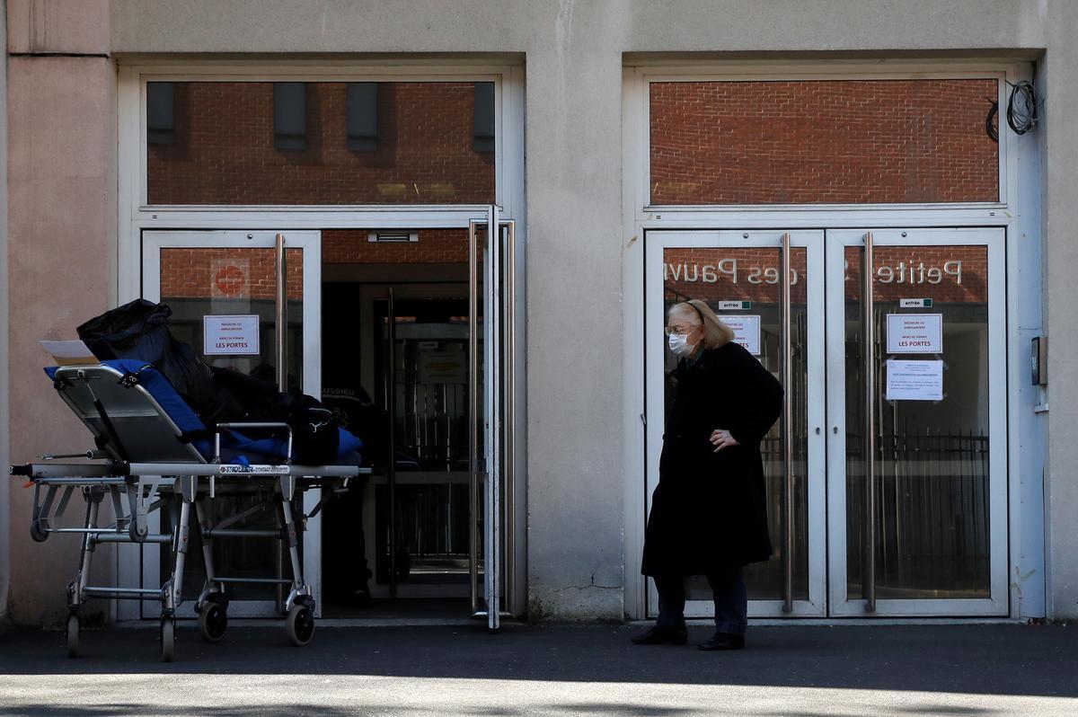 'Delivering coffins non-stop': coronavirus stalks a Paris nursing home