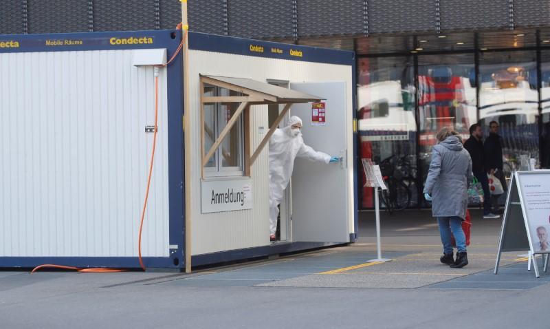 Swiss coronavirus cases top 10,000, restrictions held in 'marathon' fight