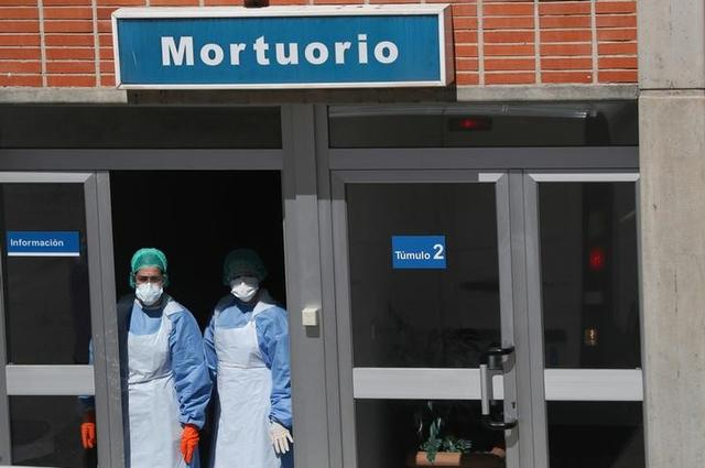 Medical staff wearing protective gear are seen at Severo Ochoa Hospital, during the coronavirus disease (COVID-19) outbreak in Leganes, Spain, March 26, 2020. REUTERS/Susana Vera