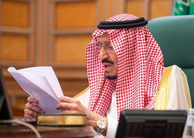 Saudi King Salman bin Abdulaziz speaks via video link during a virtual G20 summit on coronavirus disease (COVID-19), in Riyadh, Saudi Arabia March 26, 2020. Bandar Algaloud/Courtesy of Saudi Royal Court/Handout via REUTERS ATTENTION EDITORS - THIS PICTURE WAS PROVIDED BY A THIRD PARTY.