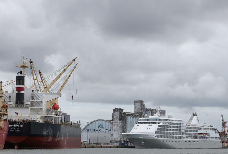 Brasil restringe por 30 dias entrada de estrangeiros via portos