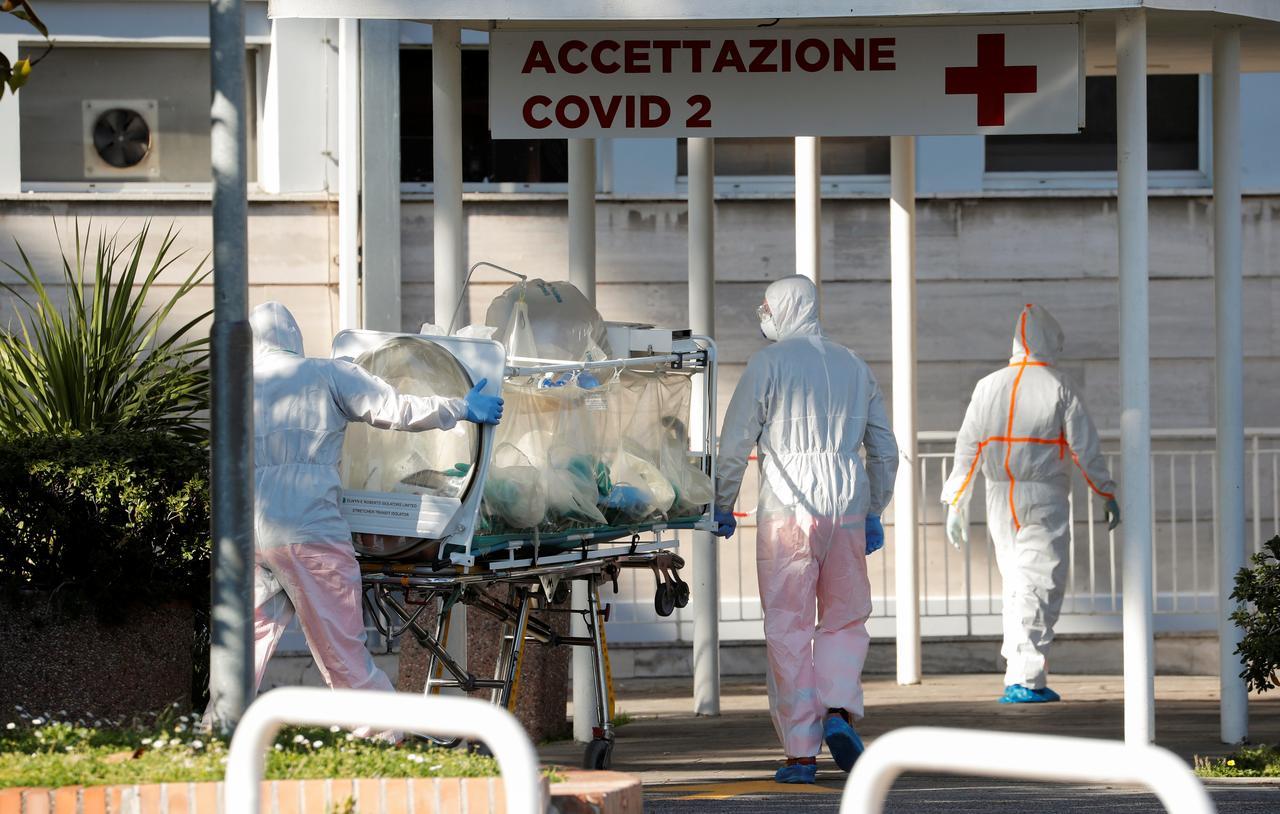 イタリア 感染 拡大 なぜ