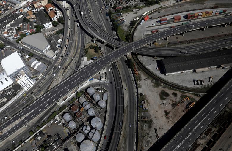 Conexões de rodovias no Rio de Janeiro, 26 de março. REUTERS / Ricardo Moraes