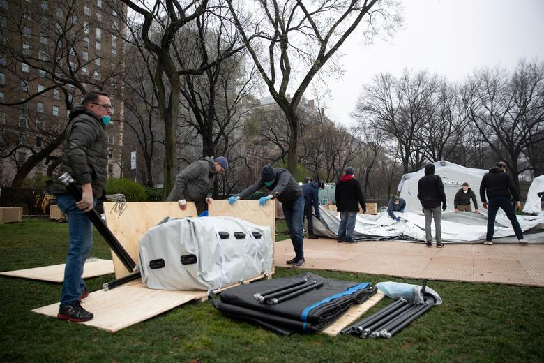 A equipe do Samaritan s Purse montou um hospital de emergência em East Meadow, no Central Park, durante o surto da doença por coronavírus na cidade de Nova York, em 29 de março. REUTERS / Jeenah Moon