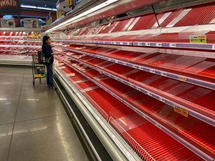U.S. senators scrutinize meat packers' big profits during pandemic
