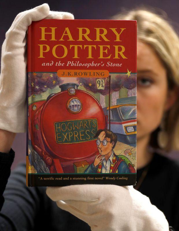 Autora disponibiliza livro de Harry Potter de graça para crianças isoladas pelo coronavírus