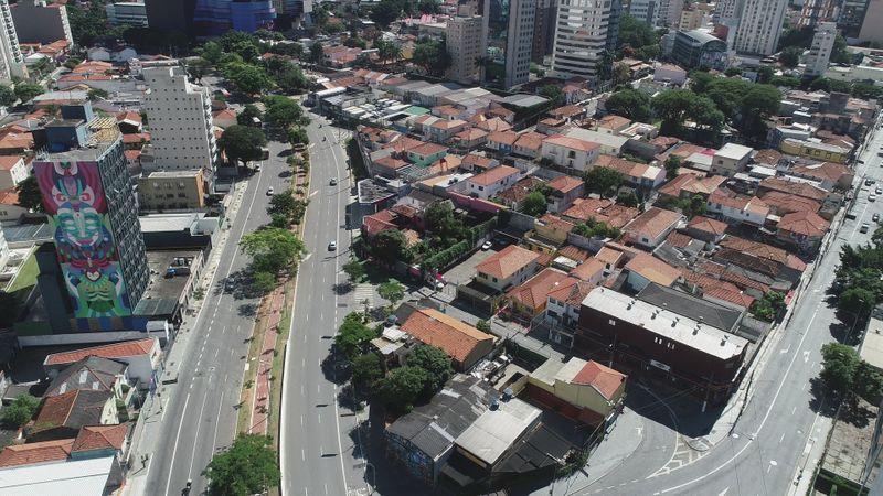 Bolsonaro diz que pode determinar na próxima semana volta de comércio e outras atividades no país