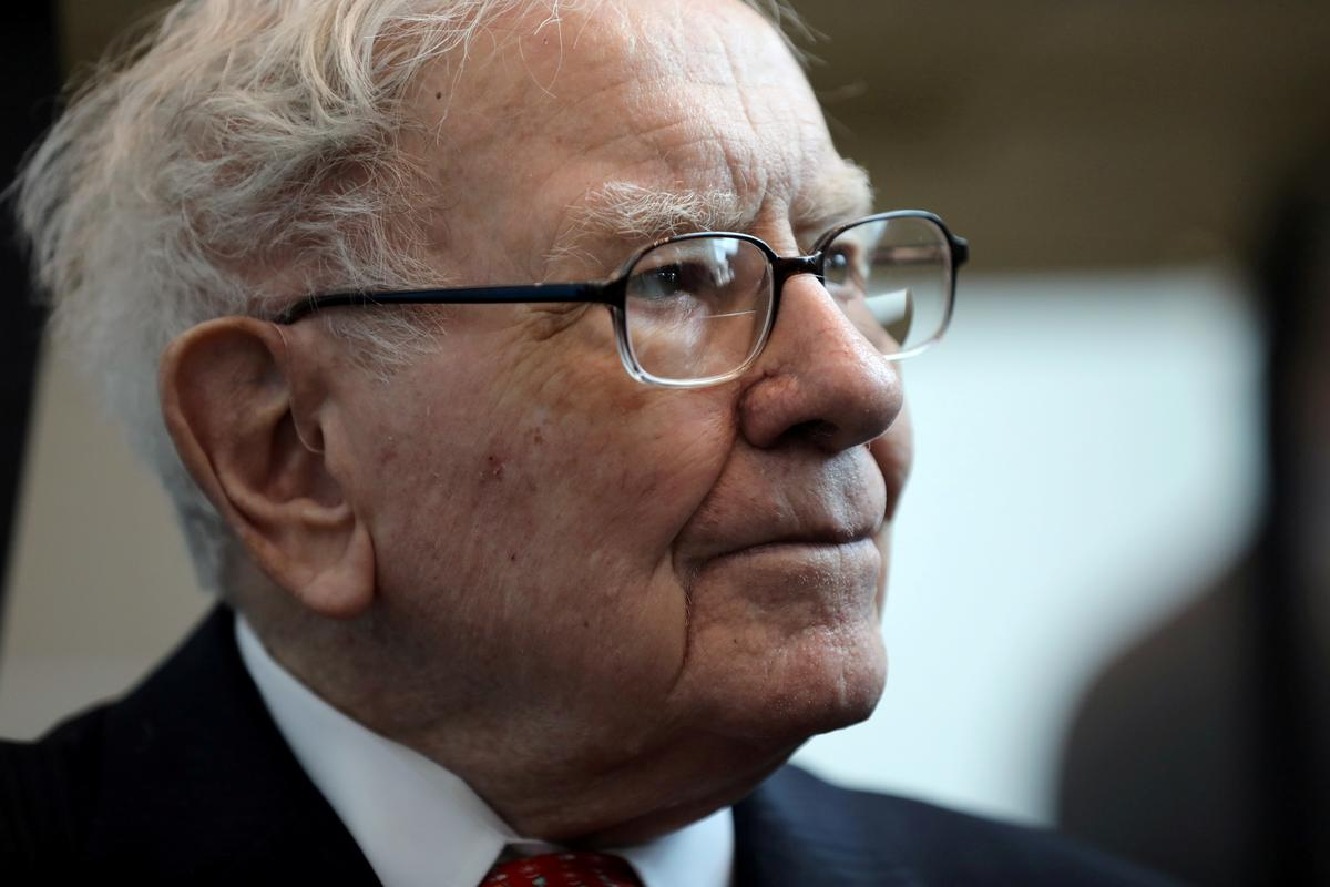 Berkshire Hathaway sells part of Delta, Southwest airline stakes