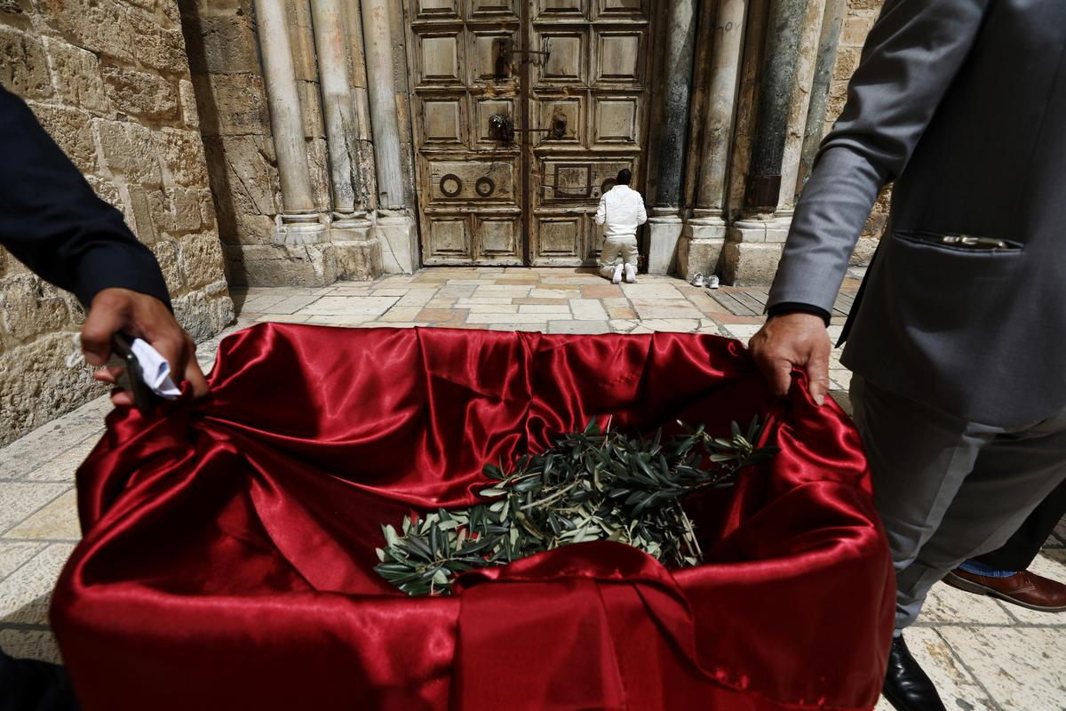 Olive branches handed out on Palm Sunday in near-deserted Jerusalem