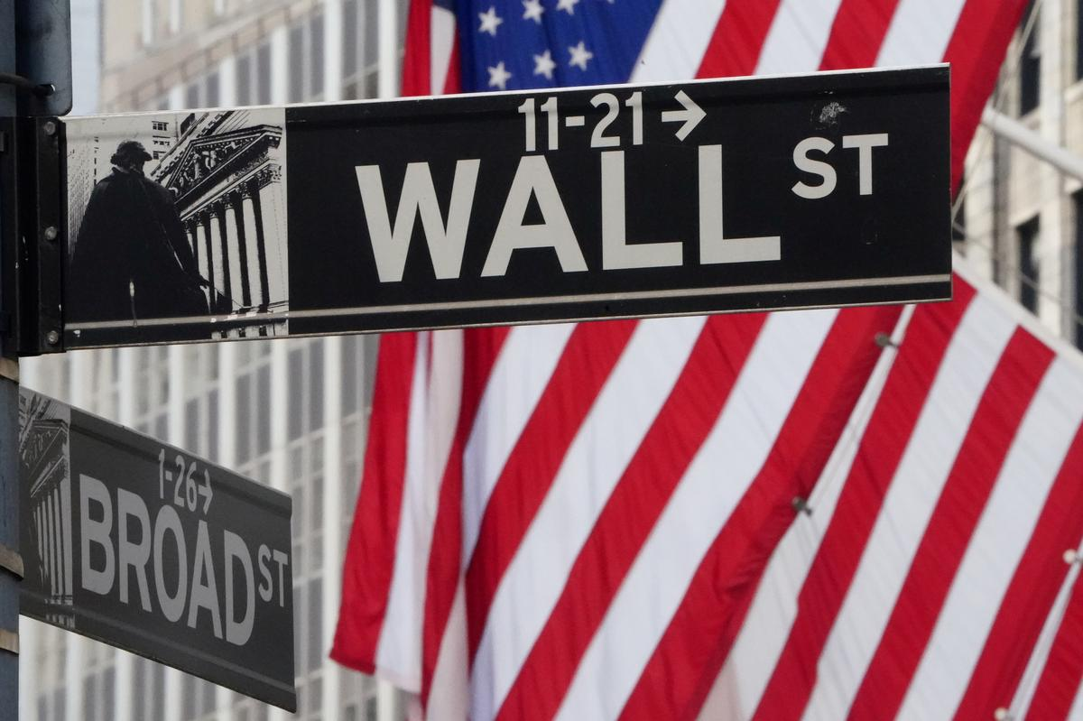 Wall Street looks for light at end of tunnel, sees risk stocks will re-test lows