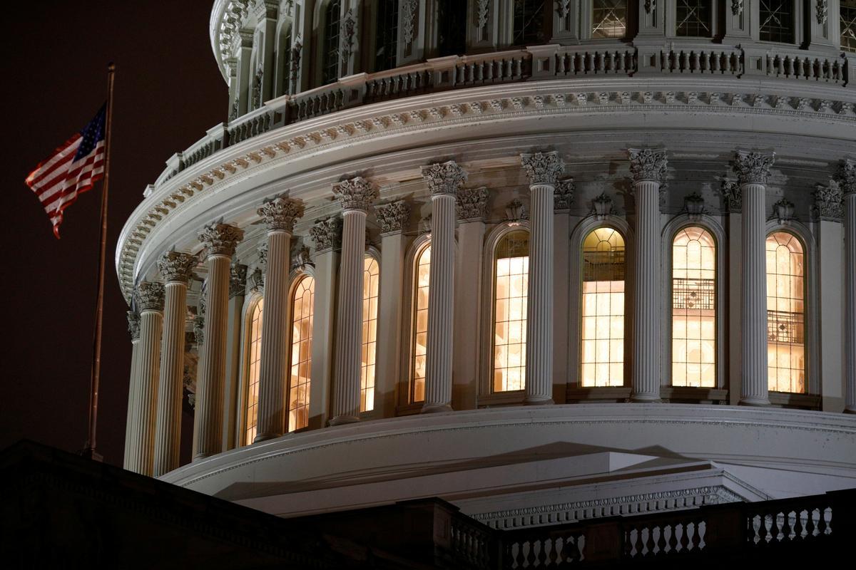 Congress presses Trump administration to fix small business relief program