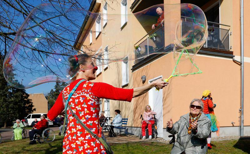 Playing to the balcony: clowns entertain German seniors in isolation