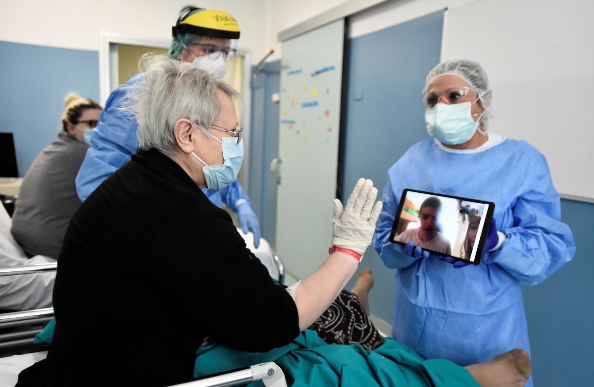Coronavirus patients, families exchange virtual kisses in Italy hospital