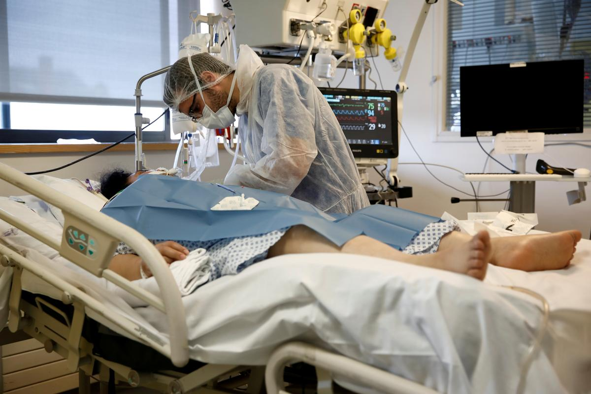 France is fourth country to pass 10,000 coronavirus deaths
