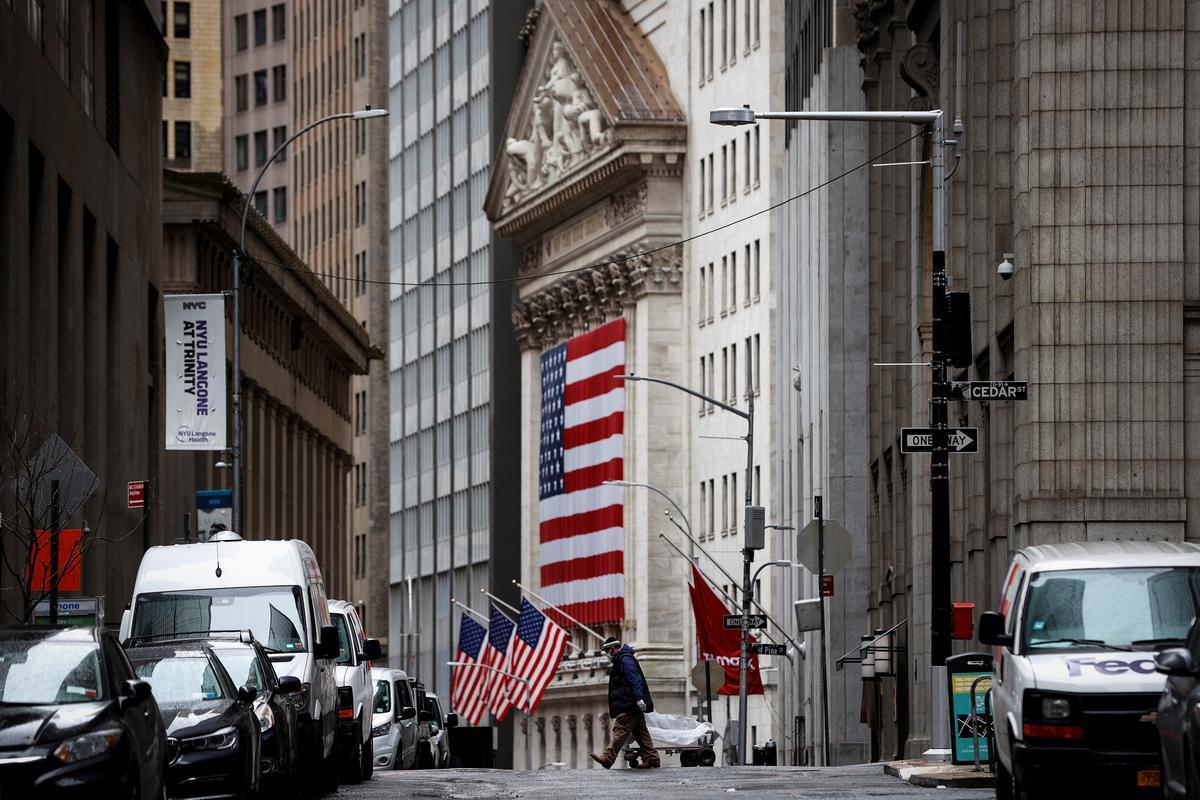 Wall Street volatility raises fears of another selloff