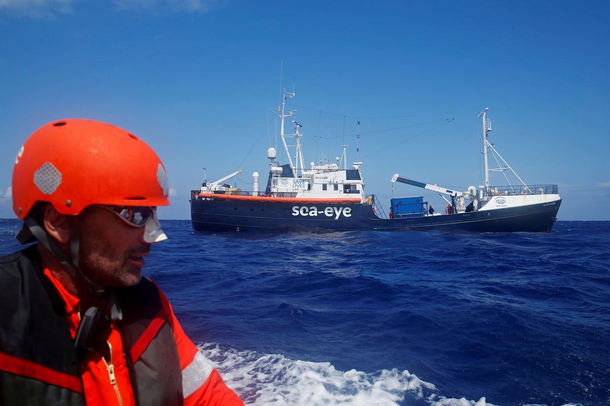Italy closes ports to migrant ships because of coronavirus