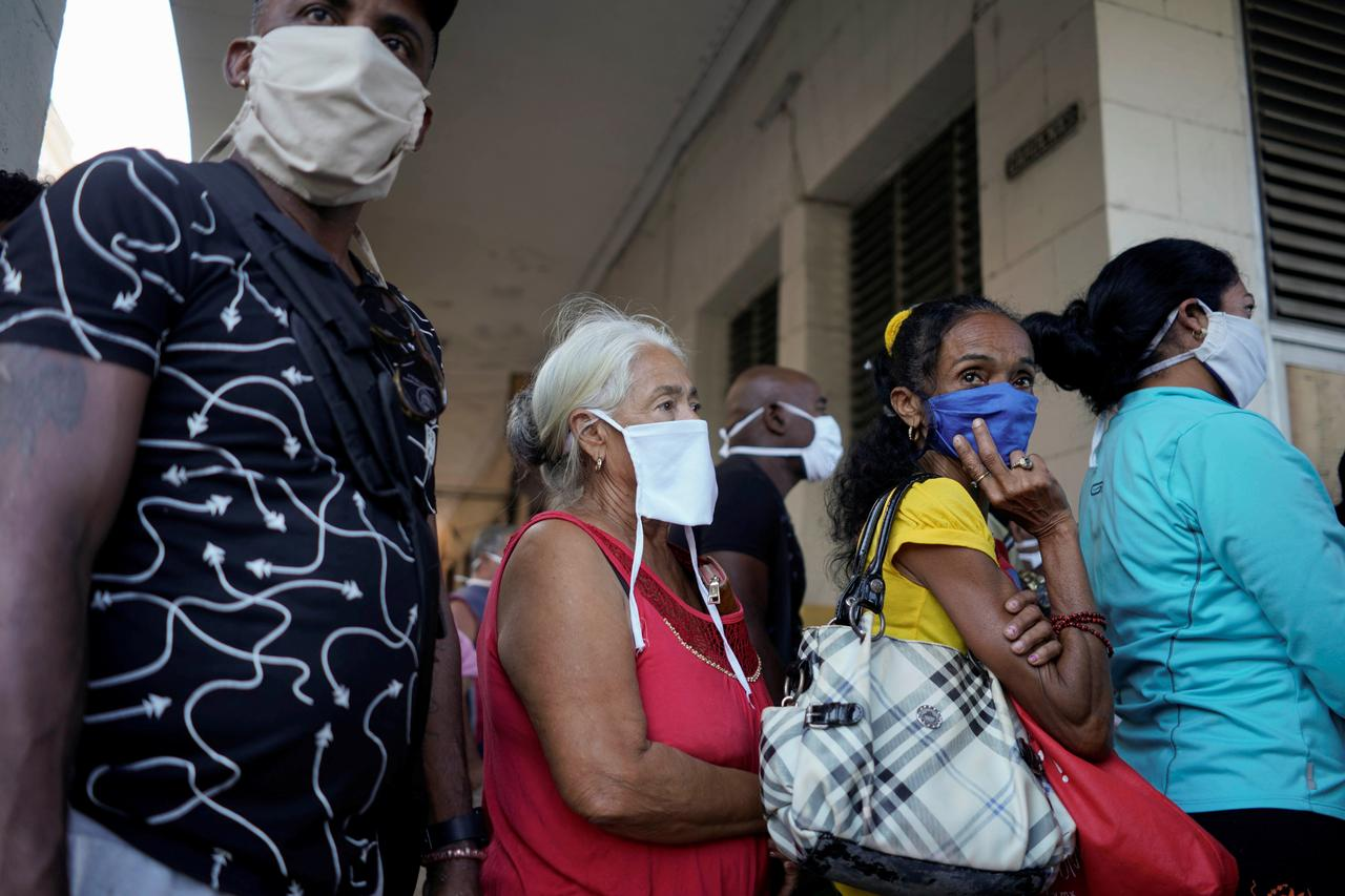 Cubans cast aside coronavirus fears to search for scarcer food ...