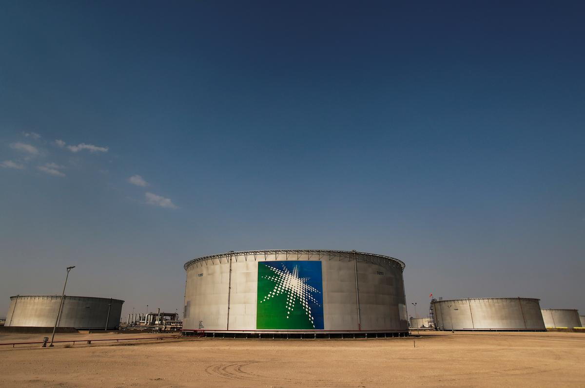 Saudi, Russia work oil cut deal in G20 talks, seek U.S. participation