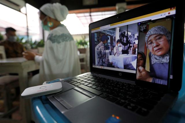 Wedding streamers: Indonesia couple takes big day online to keep ...