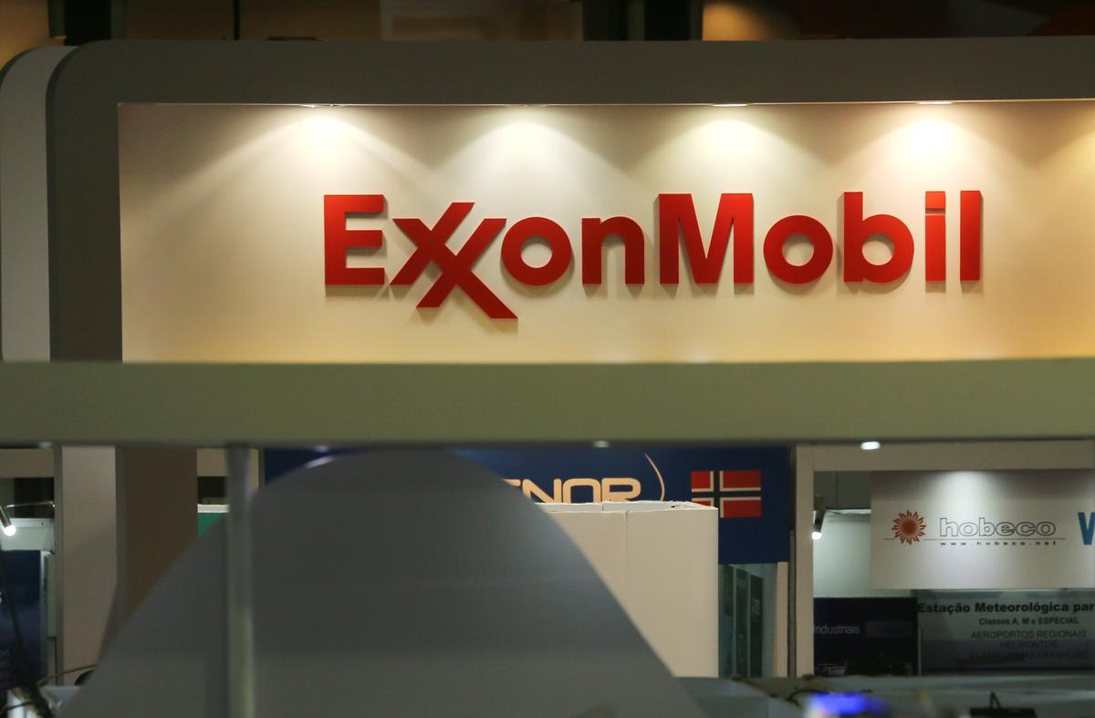 Exxon raises $9.5 billion to load up on cash while debt market still open to new deals