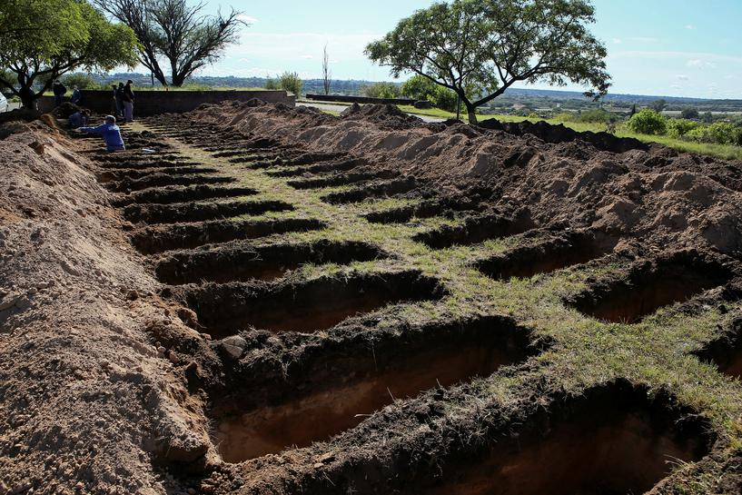 Argentine city digs hundreds of graves amid pandemic even as curve ...