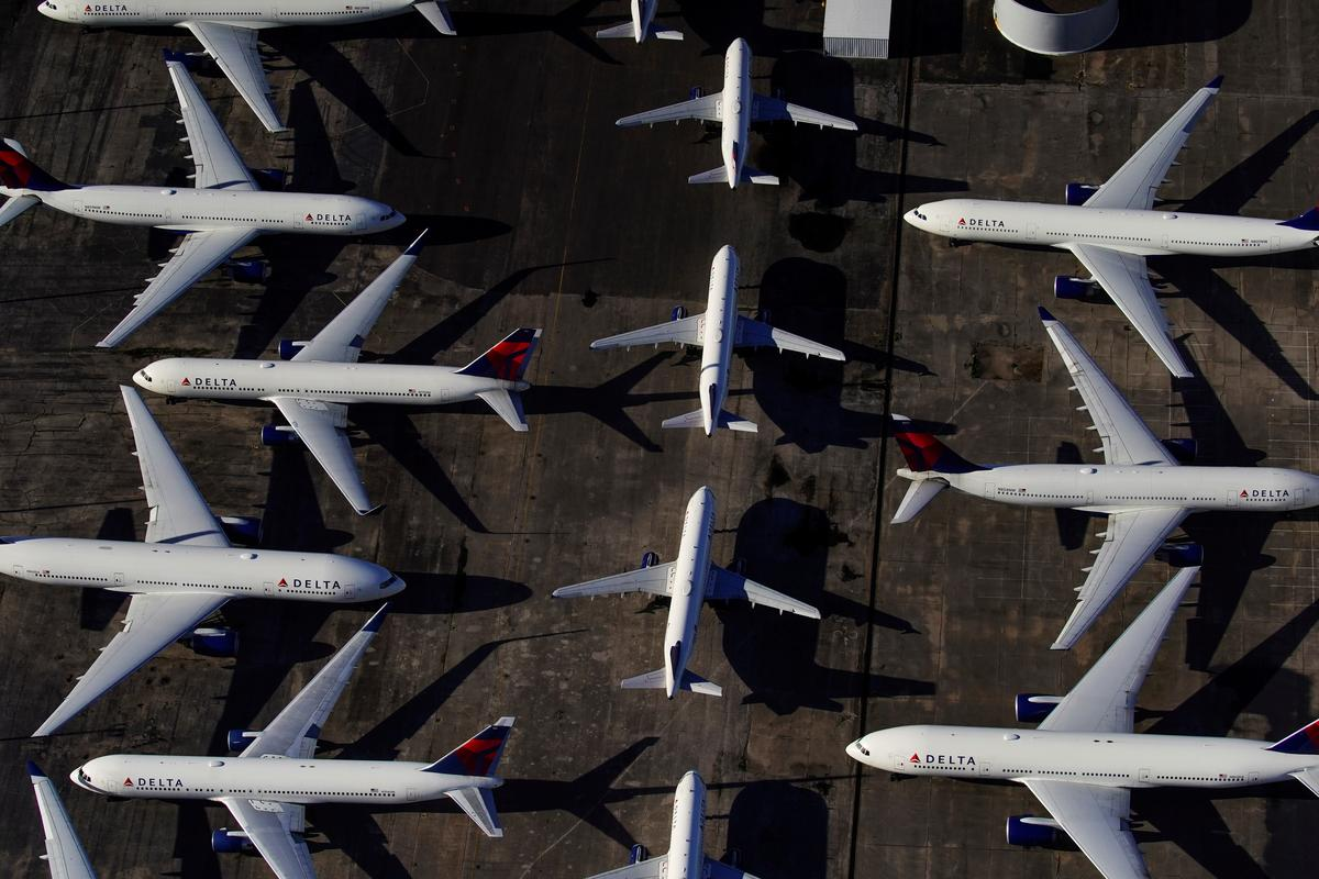 Major U.S. airlines accept government aid for payrolls; American and Alaska also seeking loans