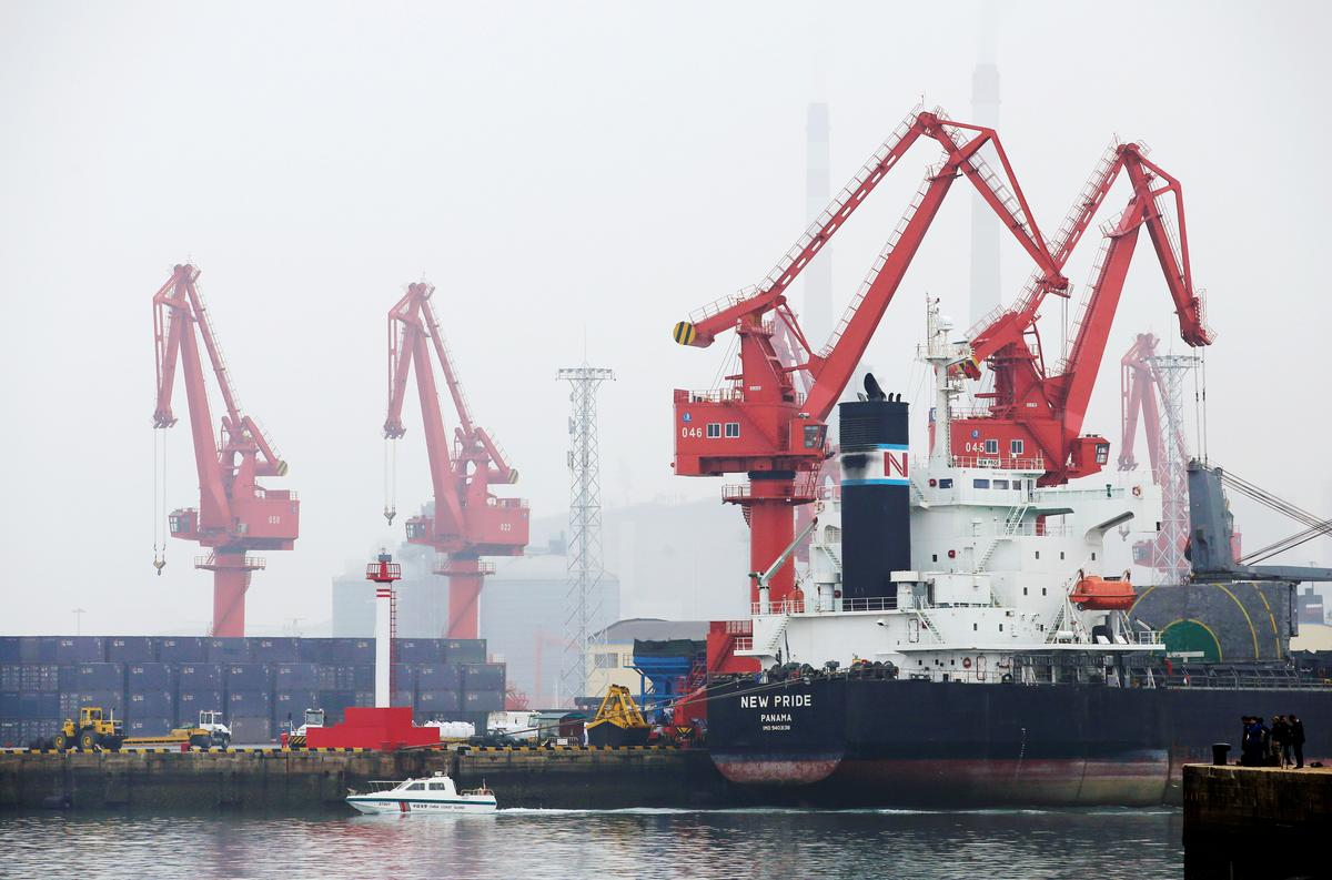 China March crude oil runs hit 15-month low as refiners extend output cuts