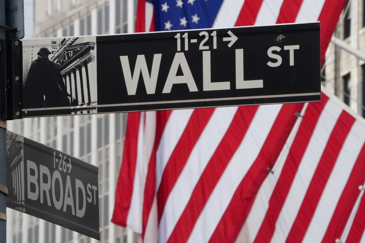 Wall Street drops as U.S. producers can't give crude away
