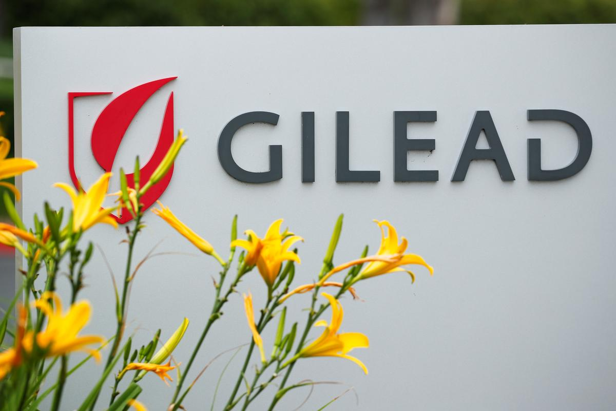 Gilead aims to expand remdesivir output for COVID-19, posts flat 1st-quarter results