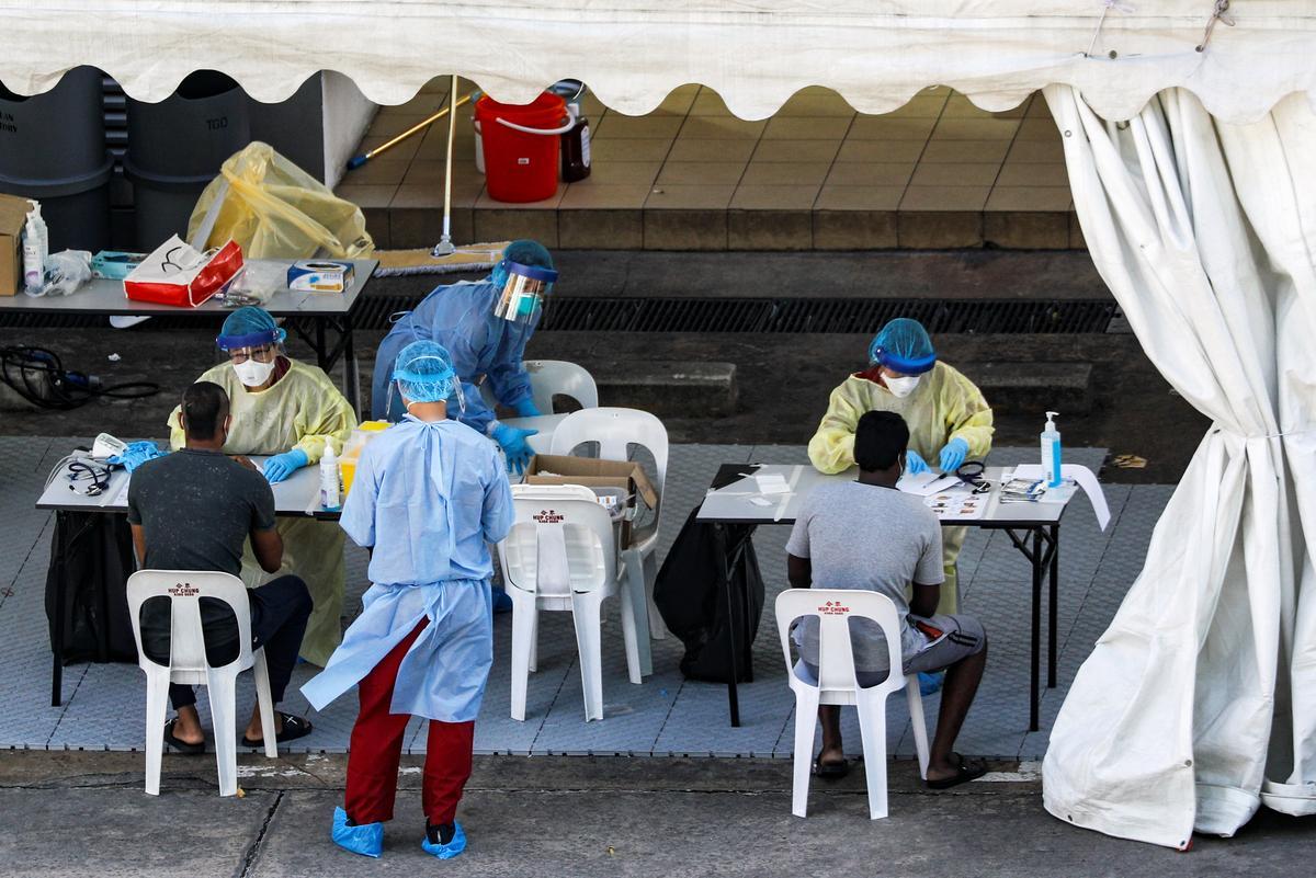 Singapore reports 657 new coronavirus cases