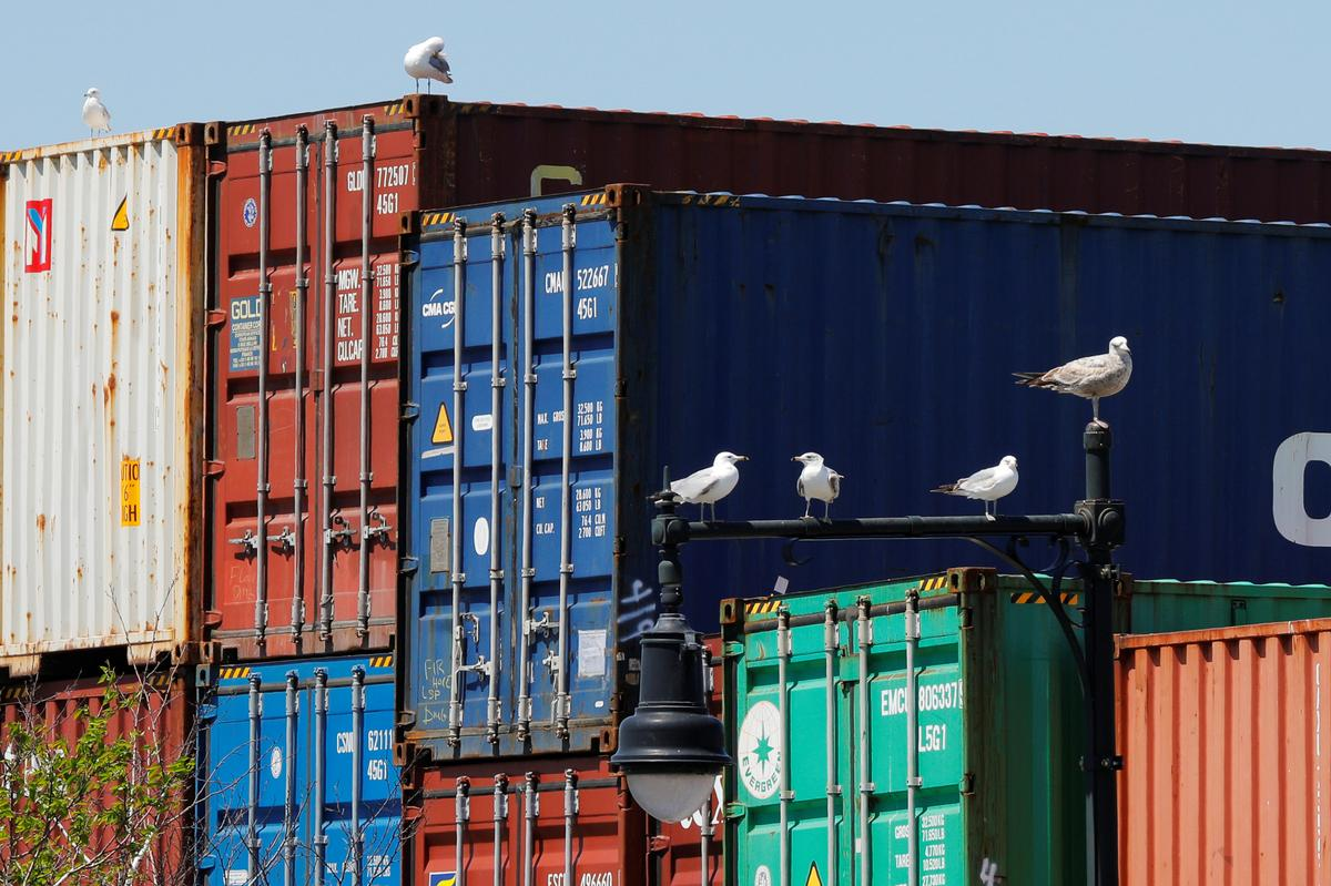 U.S. trade deficit widens, services sector contracts amid coronavirus